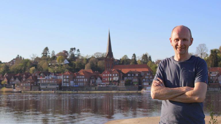 Vor der Skyline von Lauenburg/Elbe